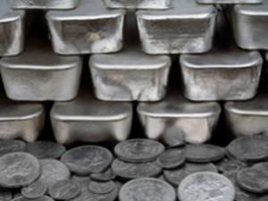 Антибиотики предложили поддержать серебром