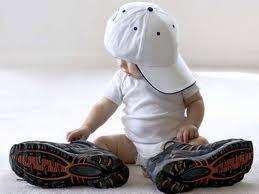 Первые шаги: какую обувь предпочесть для малыша?