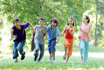 В какие игры можно поиграть с ребенком на улице?
