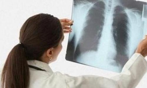 Антибиотики широкого и узкого спектра действия имеют одинаковую эффективность в лечении пневмонии