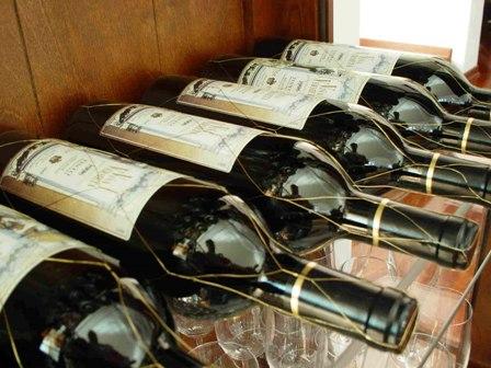 Потребление вина полезно, но не алкоголикам и пьяницам