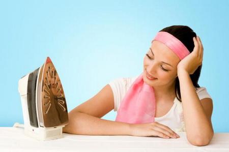 Как почистить утюг от пригоревшей ткани?