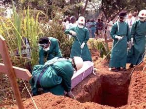 Число жертв эпидемии лихорадки Эбола в Западной Африке приблизилось к тысяче
