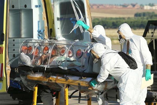 17 больных лихорадкой Эбола сбежали из изолятора
