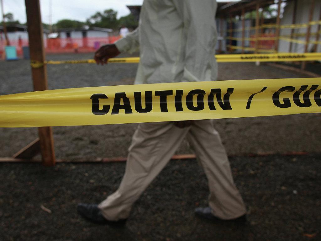 Франция построит в Гвинее центр по изучению лихорадки Эбола