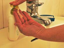 Работники госпиталей моют руки реже, если их смена близится к концу
