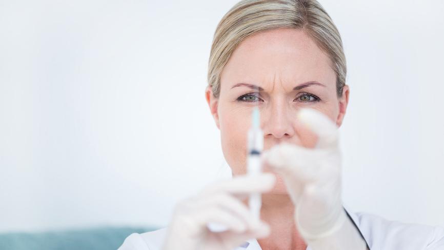 Ежегодно два миллиона медиков заражаются на работе