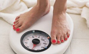 Как большие бокалы влияют на избыточный вес?