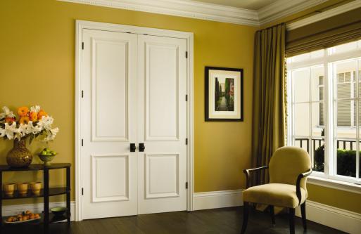 Как выбрать безопасные для здоровья межкомнатные двери?