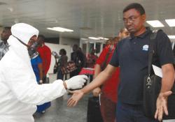 В аэропортах США отменена медицинская проверка пассажиров, прибывших из Либерии