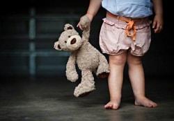 Почему детские игрушки легко превращаются в источники опасных бактерий
