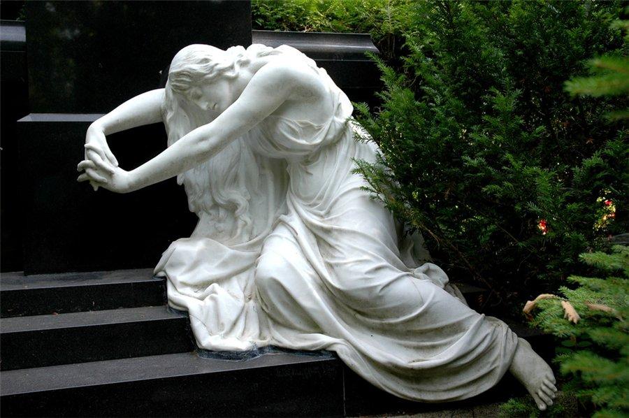 Какой материал для мемориальной скульптуры лучше