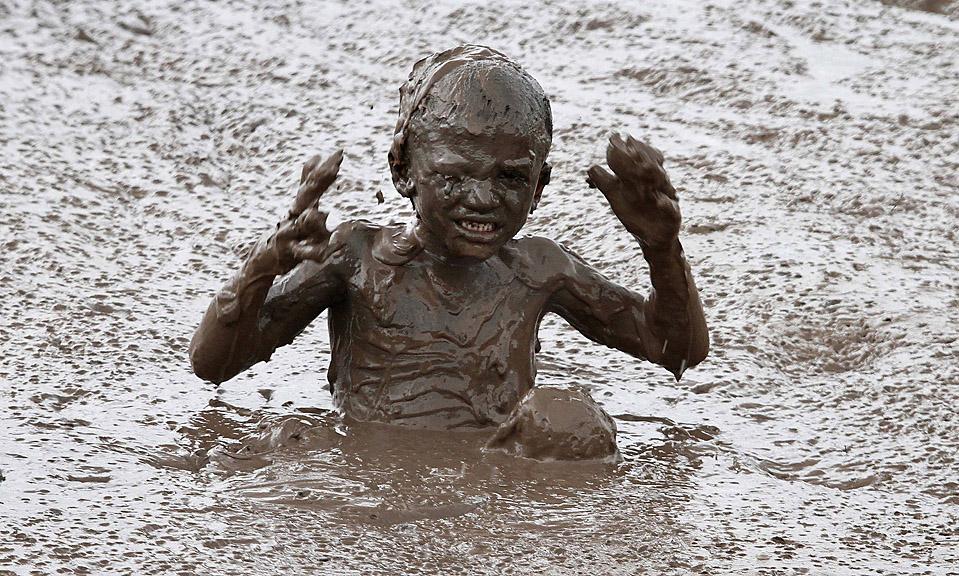 Валяться в грязи полезно для настроения и иммунитета