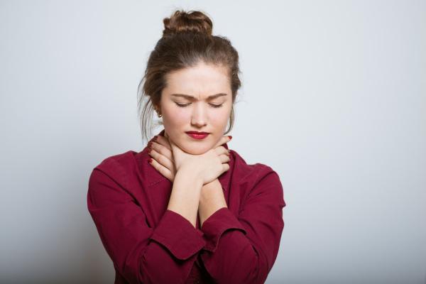 Как лечить ангину: можно ли ограничиться народными средствами