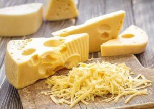 Швейцарский сыр может стать ключом к продлению жизни – ученые
