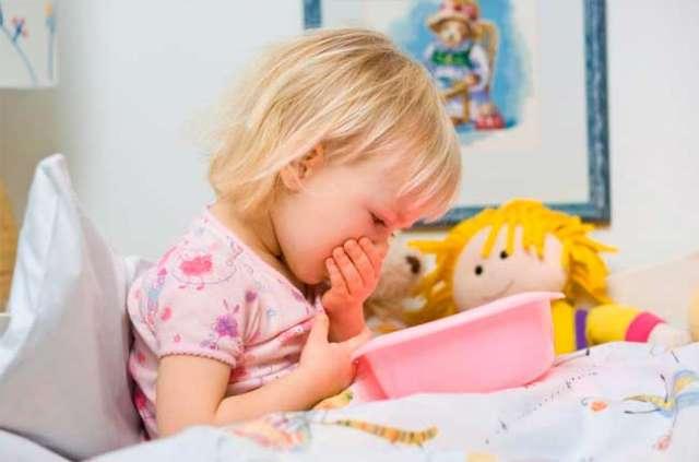 Ребенка тошнит от запаха еды. Что делать?