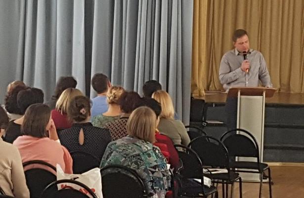Лекция о профилактике неинфекционных заболеваний прошла в школе на Новгородской