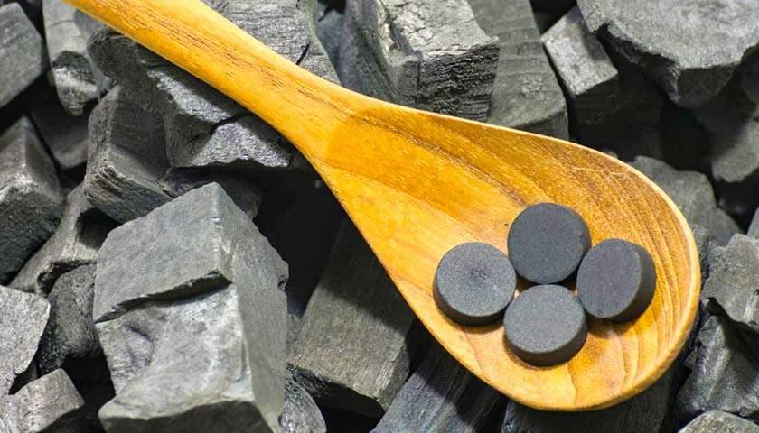 Медики рассказали об опасностях активированного угля