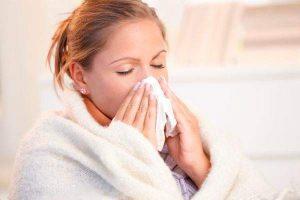 Медики опровергли популярные мифы о простуде