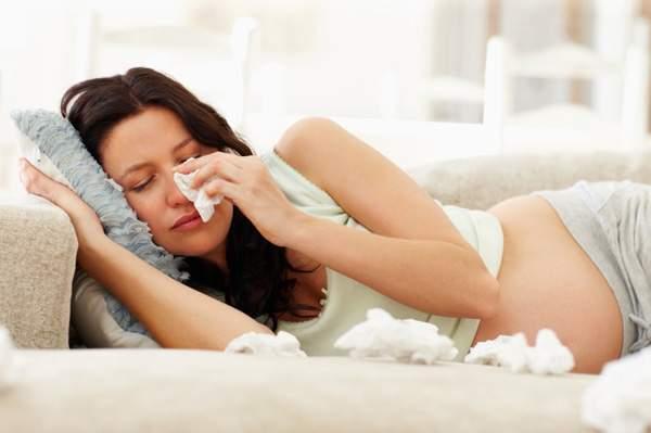 Чтобы не навредить: как лечить простуду во время беременности