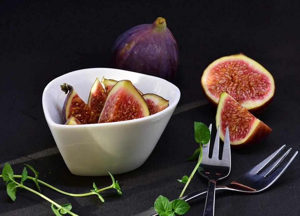 Медики подсказали, какой фрукт поможет при сухом кашле
