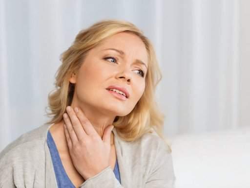 Медики перечислили неочевидные причины боли в горле