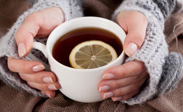 Медики назвали лучшие напитки от простуды и кашля