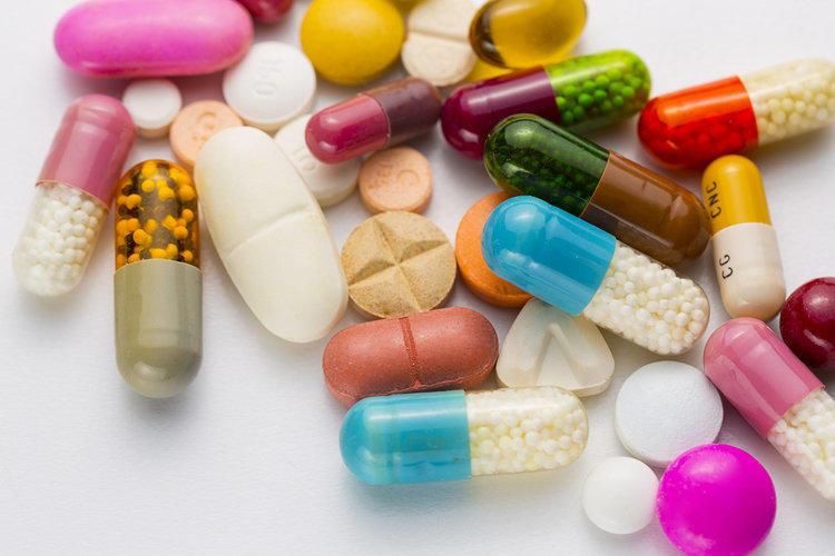 Способы лечения гриппа и ОРВИ у взрослых: препараты из аптеки и народные рецепты