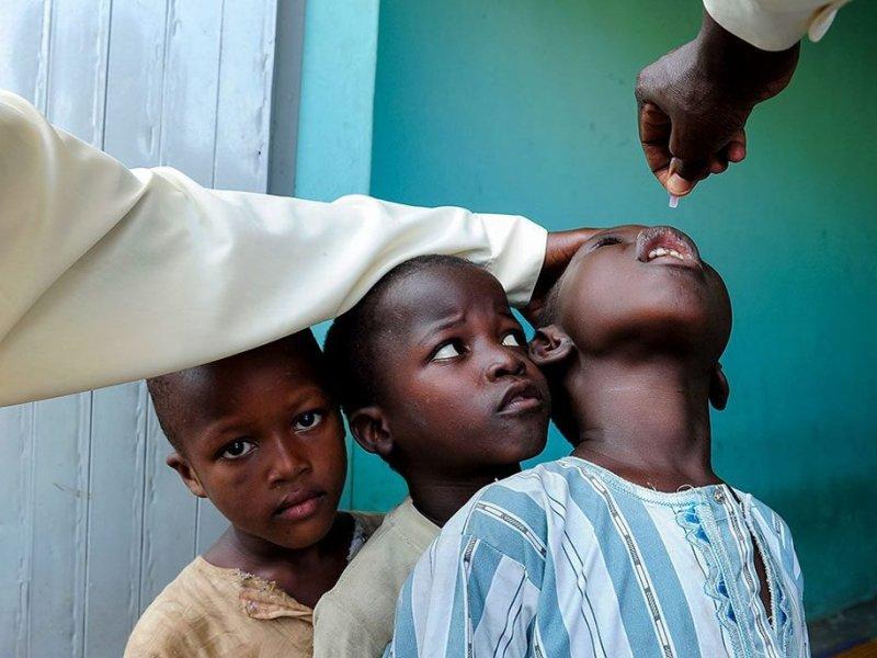Филиппины вакцинируют миллионы людей от вируса полиомиелита у детей
