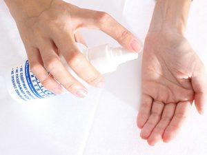 Обрабатывать руки антисептиком во время гриппа бесполезно — специалисты