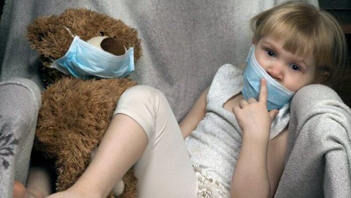 Врачи назвали главные симптомы малярии у детей