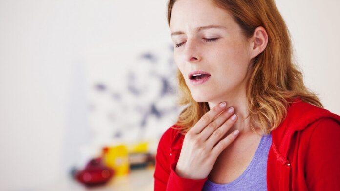 Врачи подсказали, как избавиться от боли в горле без лекарств