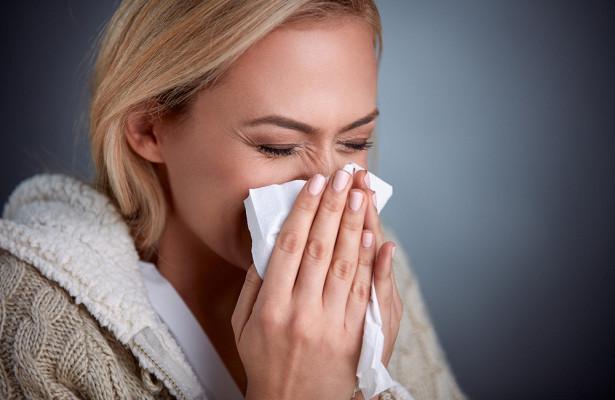 Врач перечислила главные ошибки при лечении насморка