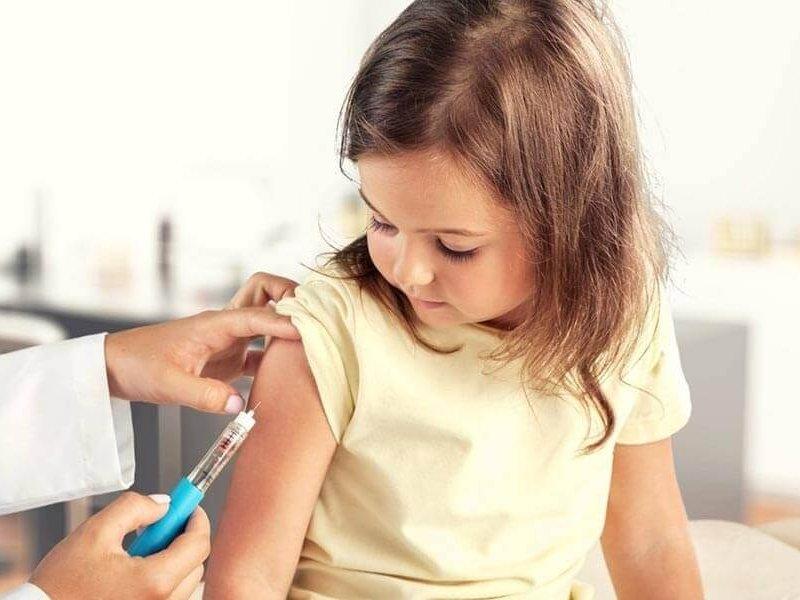 Москвичи получили напоминание сделать прививку детям