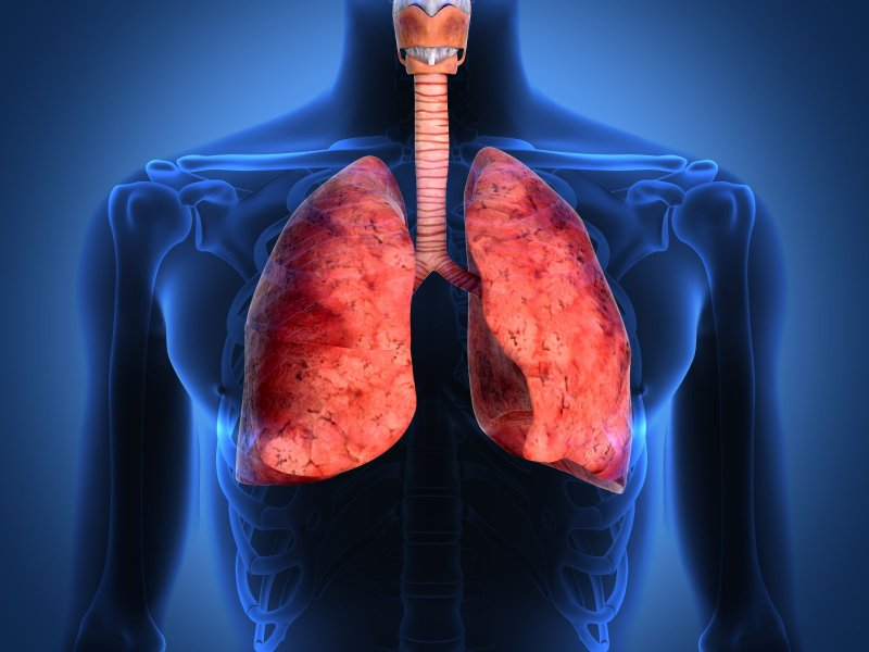 Комаровский рассказал, как избежать пневмонии при заражении коронавирусом