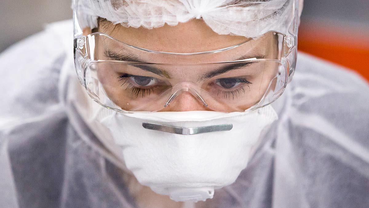 Коронавирус адаптируется к человеку. Почему это хорошо