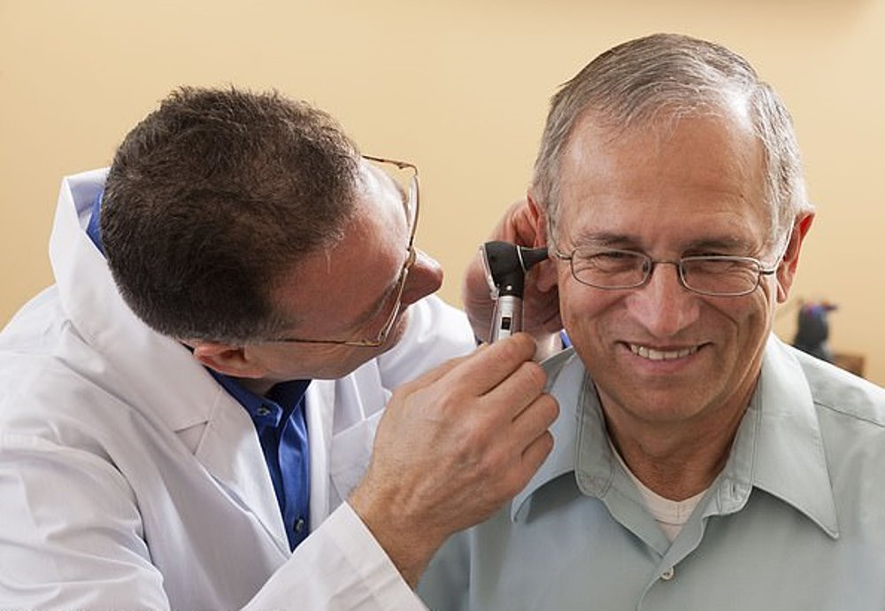 Коронавирус может вызывать звон в ушах