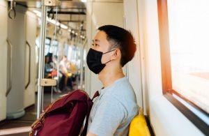 Ученые оценили риск заражения коронавирусом в поезде
