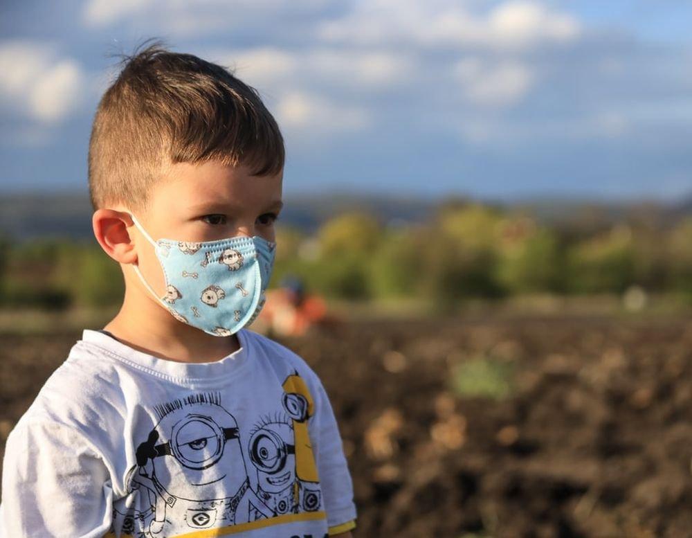 Действительно ли новый штамм коронавируса заразней для детей