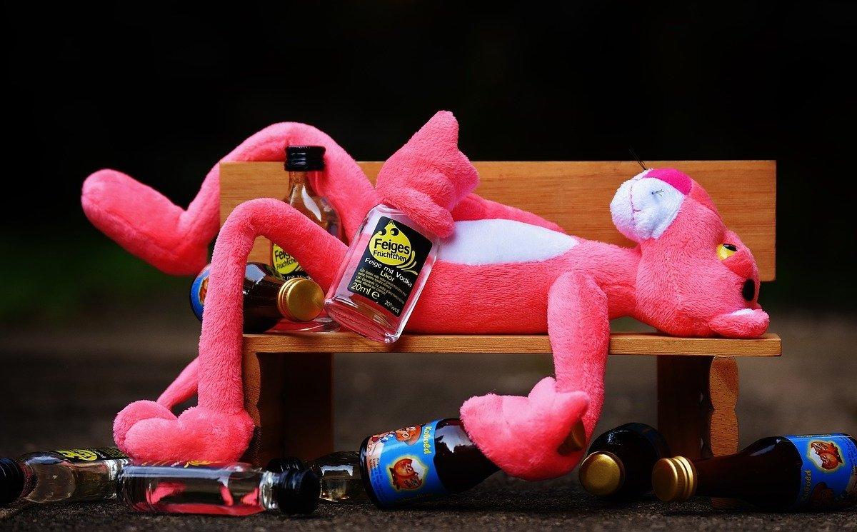 Алкоголь против коронавируса: почему совмещать нельзя
