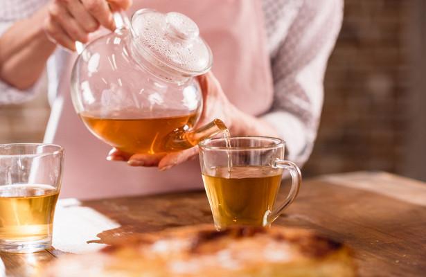 Ученые открыли способность чая убивать коронавирус в слюне
