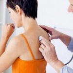 Названы симптомы, помогающие вовремя распознать пневмонию