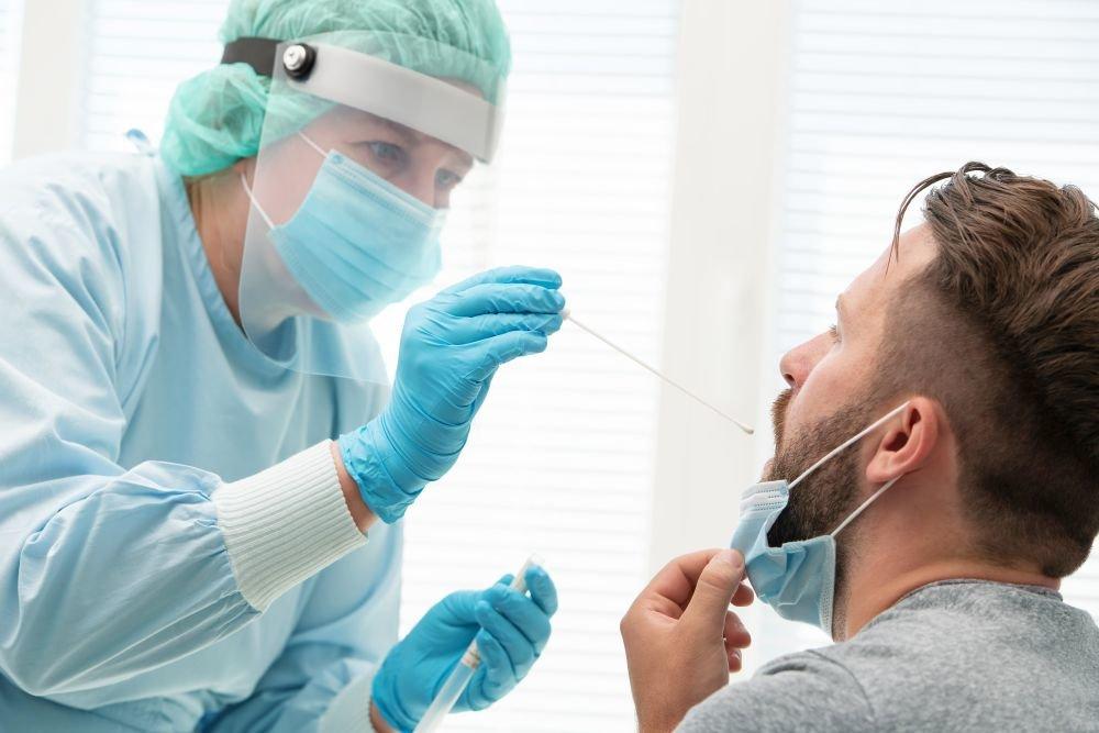 Медики рассказали, есть ли риск подхватить коронавирус у стоматолога