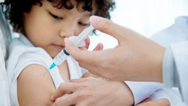 Китайскую COVID-вакцину впервые проверят на младенцах